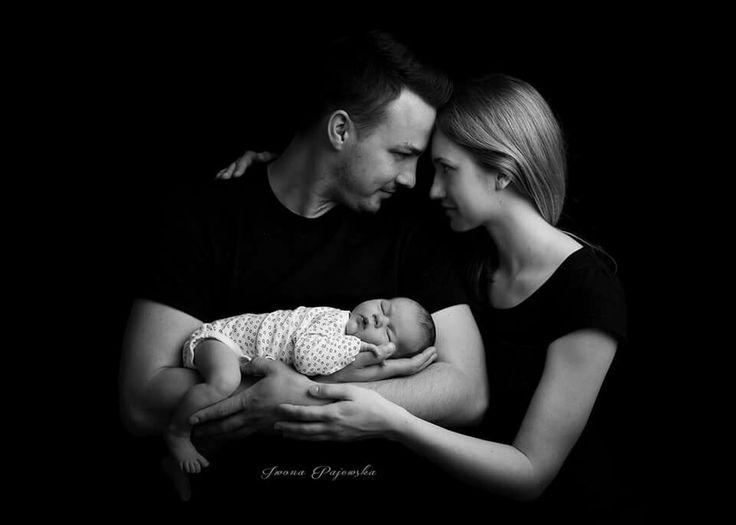 Sesja noworodkowa ujęcie z rodzicami