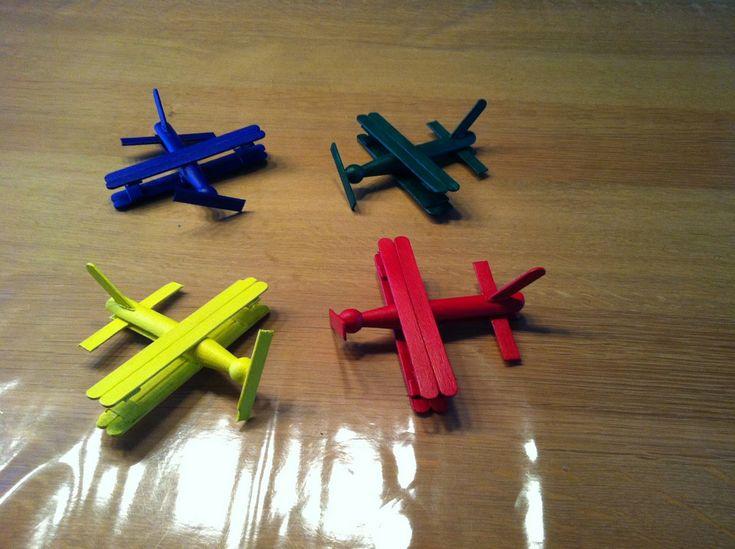 www.houtspel.nl: Vliegtuigjes mobiel om zelf te maken