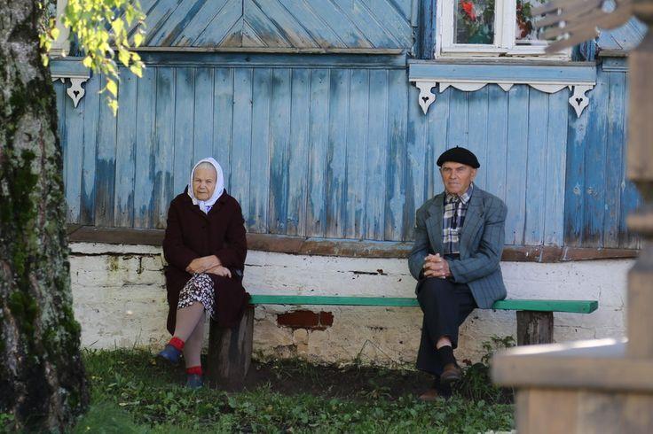 People in Suzdal by Oleg Anisimov