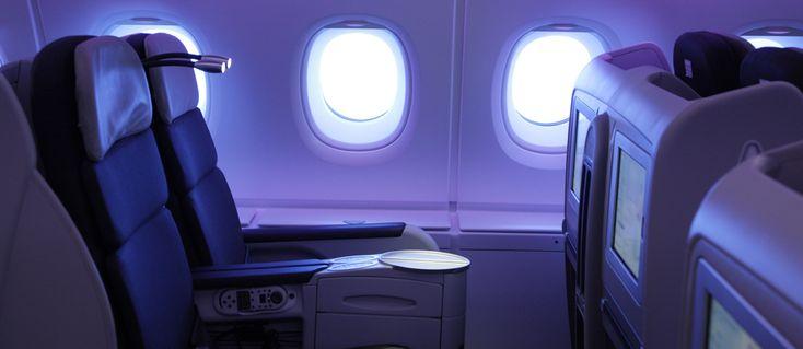 Classe Business - Billet d'avion business class, vol en classe affaires  - Avec Air France, voyager en cabine Business c'est faire le choix d'une expérience haut de gamme. Parcours fluide et agréable, confort à bord…