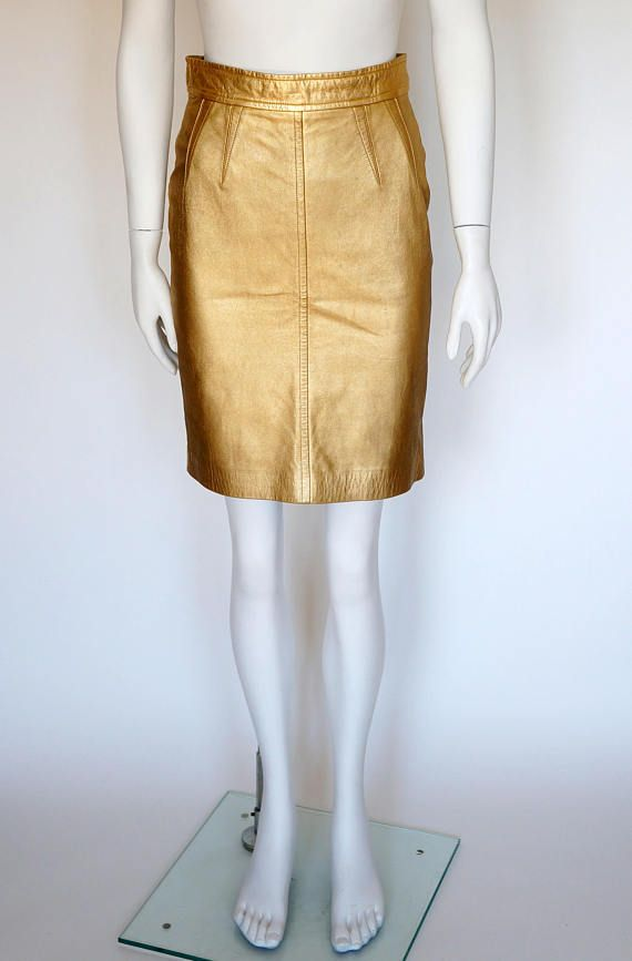 Hello Im glad youre here PANDORA FASHION shop  I offer vintage ESCADA BY MARGARETHA LEY skirt composition-100% leather size-36 Made in Germany used in very good condition  total length 55 cm/ 21,65 inch width waist 35 cm/ 13,78 inch width hips 45cm/17,72 inch   On another auction-jacket  https://www.etsy.com/listing/499635956/escada-by-margaretha-ley-vintage-iconic?ref=shop_home_active_24    If you have any question write to me   I guarantee authen...