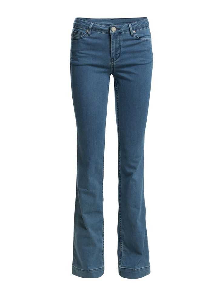DAY - 2ND Flare Duo 2ND Flare Duo is one of the season's chicest pair of jeans! Super shape with a fashionable flare-cut. A slim-tight fit that flares. Complete the look with a feminine top and a pair of stilettos.  Logo detail Belt loops Classic 5 pocket styling Flared Stretch fit Cool Classic