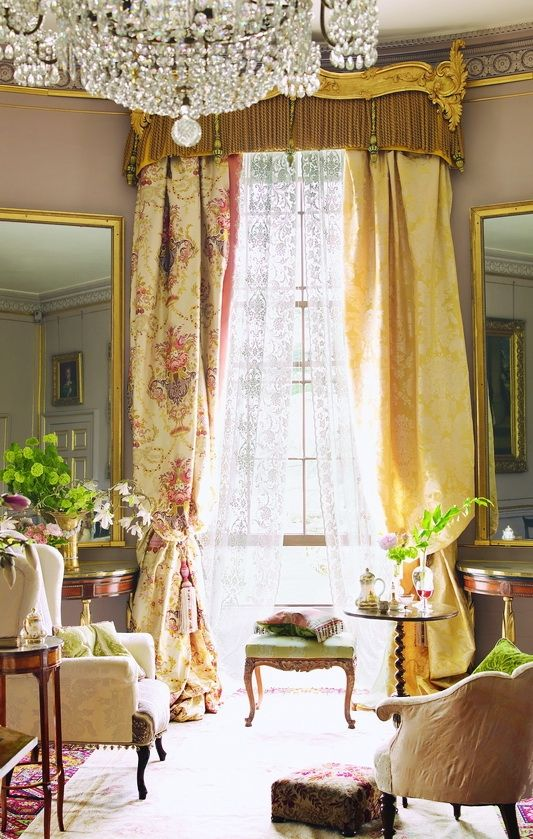 Parisian Chic: Drawings Rooms, Yellow Rooms, Parisians Chic, Living Rooms, Lace Curtains, French Country Home, Window Treatments, French Chic, French Style