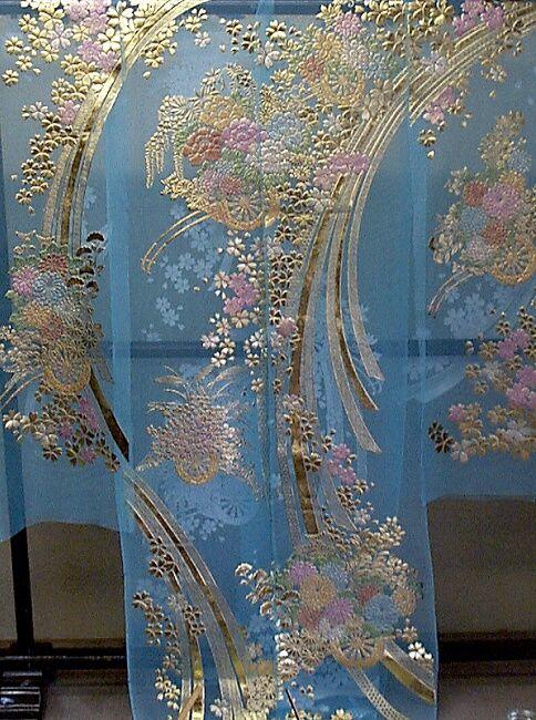 ブルーのオーガンジ:花車に桜柄の色打掛