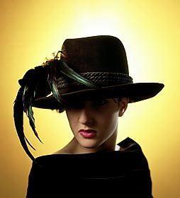 sombrero negro charo iglesias