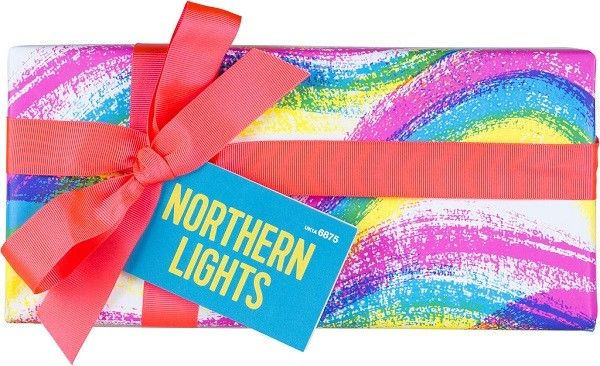 Christmas: Northern Lights gift containing: -Intergalactic bath bomb -Northern Lights bath bomb -Shoot for the Stars bath bomb