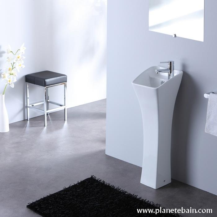 Courbures originales pour un lave mains loin d'être banal !  #lavemainsdesign