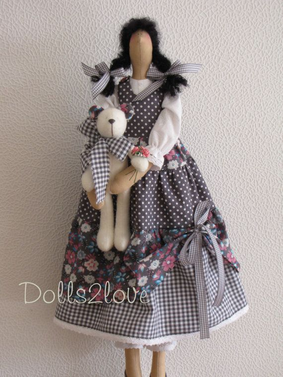 Tilda doll Sheryl wearing an anthracite liberty by Dolls2love