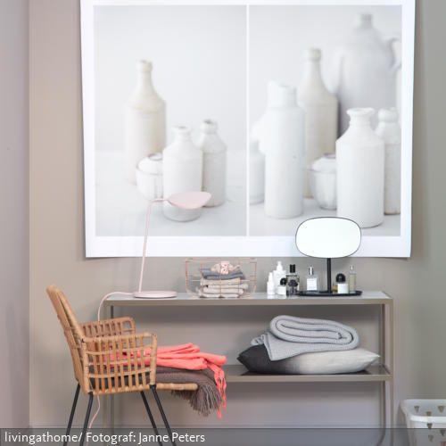 """Beauty-Zone mit Kufenstar! Bei Konsole """"Tati"""" scheinen die Ablageplatten auf dem geschwungenen Gestell fast zu schweben. Das schmale Sideboard passt perfekt in Nischen.…"""