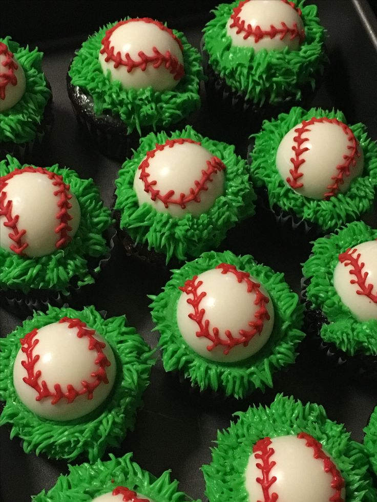 Cupcakes with white chocolate baseballs I made for Marisa's team
