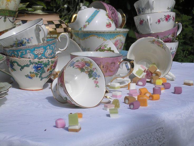Vintage cups: Wedding Inspiration, Vintage Tableware, Afternoon Teas, Vintage China, Wedding Blog, Gardens Parties, Teacups, Teas Parties, Vintage Teas Cups