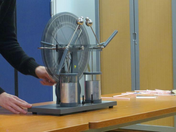 115 best wimshurst machines images on pinterest for Enlever l electricite statique
