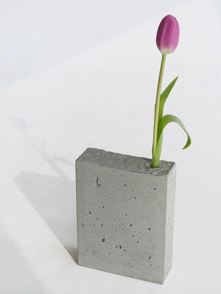 Wohnideen mit Beton mit kleinen Plastikvasen vom Blumenladen drin?