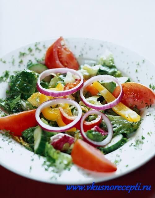 Рецепт греческого салата с тунцом. - http://www.vkusnorecepti.ru/grecheskyi-salat-s-tuncom/