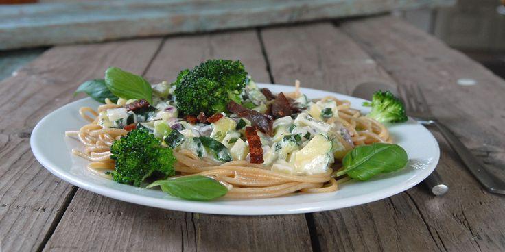 Økologisk fra nærbutikken - Pasta med briesaus, fårepølse og grønt