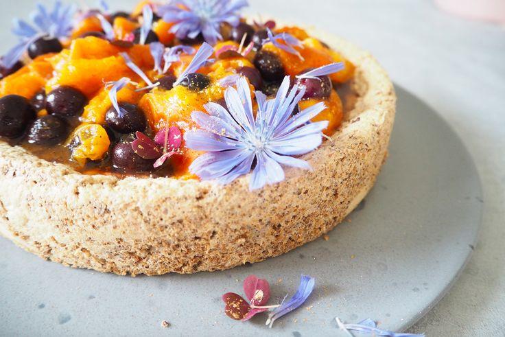 Nøddekage sukkerfri og glutenfri. Denne lækre sukkerfri og glutenfri nøddekage er med abrikos og blåbær. Du kan lave den med dine yndlings bær/frugter.