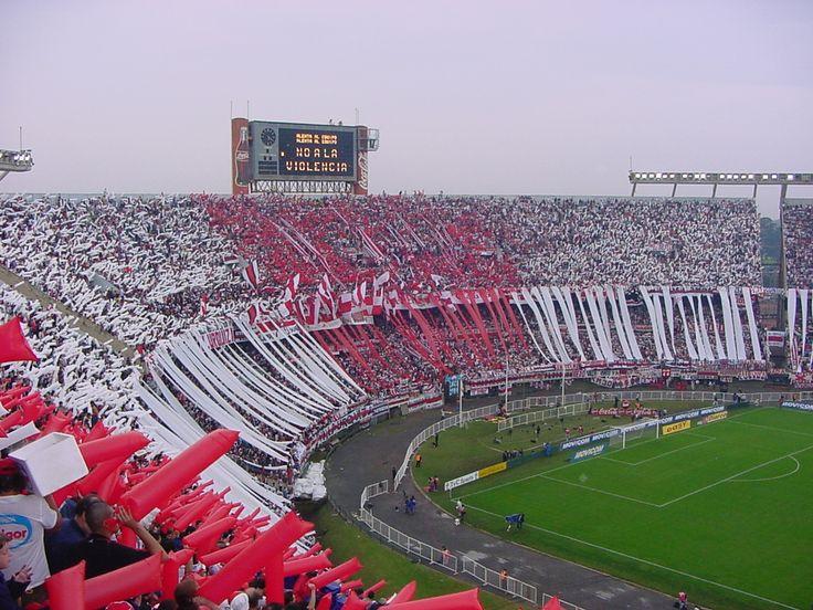 Esta es la hinchada del Club Atletico River Plate, Argentina.