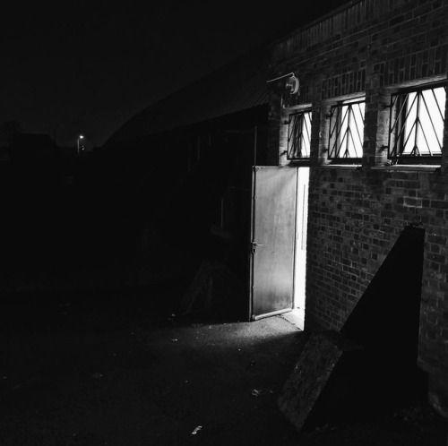 cladelcroix:Porte ouverte dans la nuit Mons-en-Barœul France...