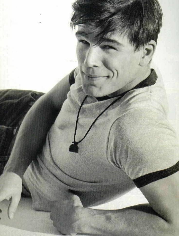 Josh Hartnett.... omg i had this poster when I was like 12!!!!