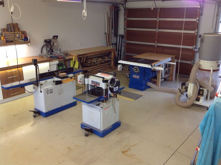 Using Carba-Tec gear. Central is a 10 inch table saw, a thicknesser and a jointer. One of the big advantages of Carba-Tec is that they come standard with wheels so can easily be moved around the workshop.
