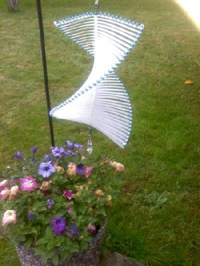 Spinning Plastic Canvas Wind Catcher! This is probably NOT a simple craft.