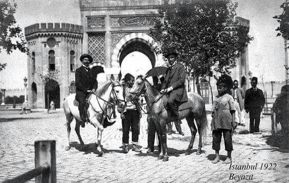 Beyazıt meydanı yıl 1922