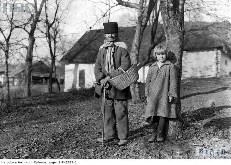 W Bronowicach    Listopad 1932. Mieszkańcy Bronowic. Fot. Narodowe Archiwum Cyfrowe