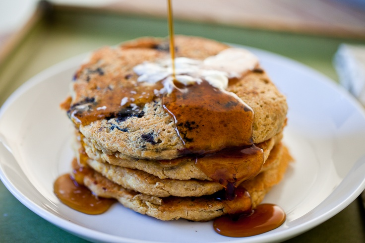 Lemon Blueberry Oatmeal Pancakes #vegan #glutenfree | Keepin' It Kind