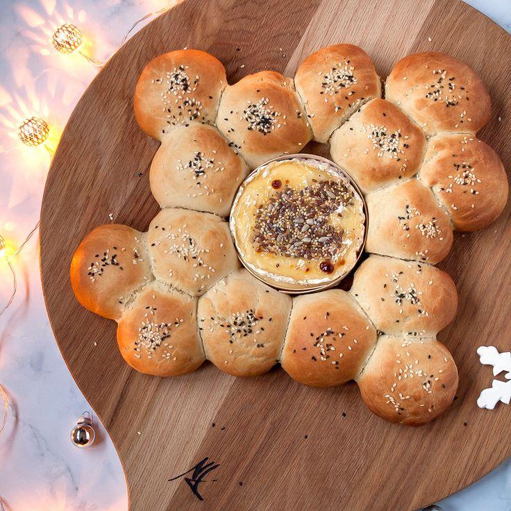 Ziezo, met deze gegrilde camembert met broodbolletjes komt de finish van mijn blogmarathon in zicht. Wie mij kent, zou denken dat een zoet dessert de kers op de taart ofte de medaille aan de finish zou zijn. Normaal wasdat ook zo. Op het event van Carrefour was er nog een verrukkelijke pavlova als toetje, maar …