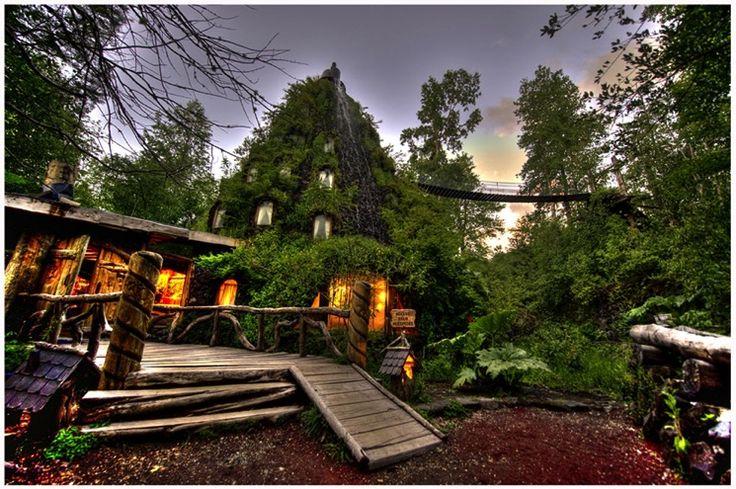 Henkeäsalpaava hotelli on rakennettu tulivuoren sisään - tutustu Montana Magicaan!