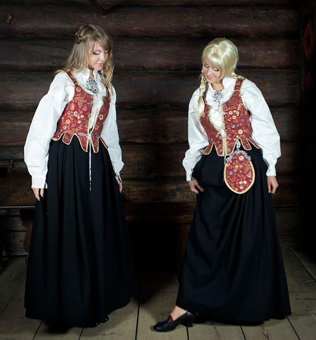 BUNADER - Kvinnebunad fra Solør og Odal