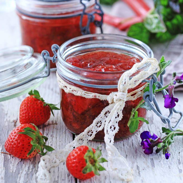 Jordgubbsmarmelad med rabarber och vanilj