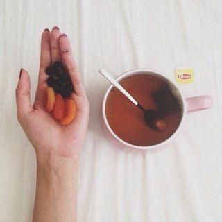 Как ускорить метаболизм?!  🍌 Высыпайтесь. Недостаток сна серьезно замедляет обмен веществ, так что восьмичасовой сон вам просто необходим.  🍌Пейте зеленый чай. Кроме того, что зеленый чай содержит много антиоксидантов, он также способствует ускорению метаболизма.  🍌Не пропускайте завтраки. Ранний прием пищи положительно сказывается на процессе обмена веществ. Если аппетита с утра вдруг нет, ограничьтесь хотя бы йогуртом.  🍌Тренируйтесь с весом! Поднятие тяжестей в тренажерном зале…