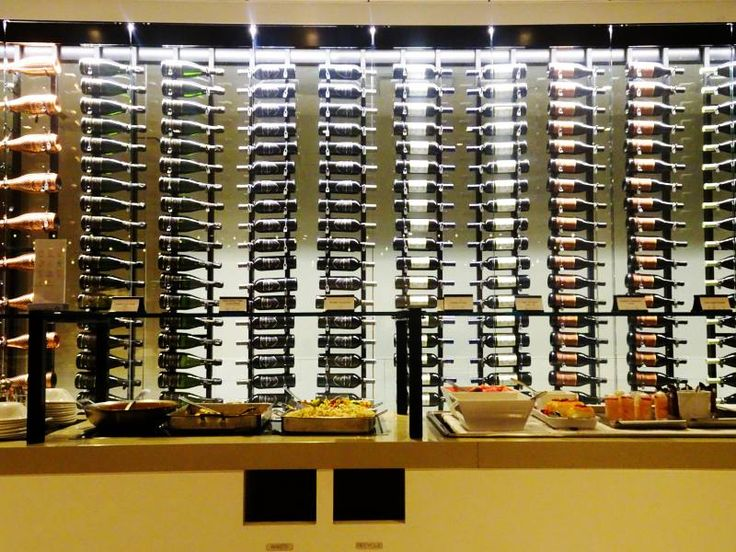The buffet at the Star Alliance Business Lounge at Los Angeles Airport