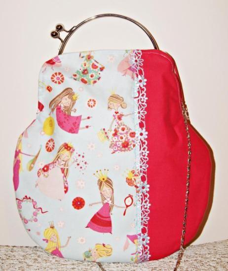 http://www.artesanum.com/artesania-bolso_princesas-327681.html
