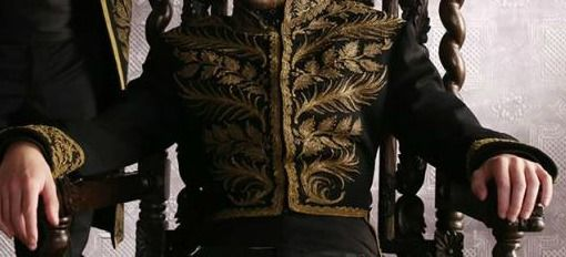 This is very close to what I imagine Daindreth wearing to imperial ceremonies. (Elisabeth Wheatley)