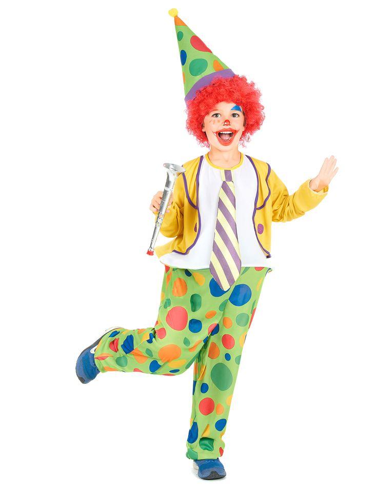 Este disfraz de payaso para niño se compone de un sombrero, un traje con camiseta blanca embellecida con una corbata, una chaqueta y un pantalón con lunares de todos los colores (peluca y zapatos no incluidos).  El polisón va fijado a la cintura para cr