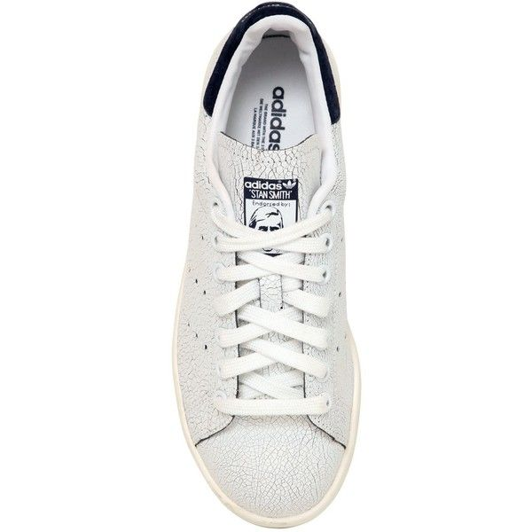 ADIDAS ORIGINALS Stan Smith Crackled Leather Sneakers - White/Navy (320 BRL) ❤ liked on Polyvore featuring shoes, sneakers, chaussures, flats, skor, navy flat shoes, white flats, navy blue flats, navy flats and white sneakers