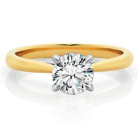 Classic engagement ring from Xennox Diamonds