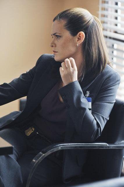 Christine Woods in FlashForward (2009)