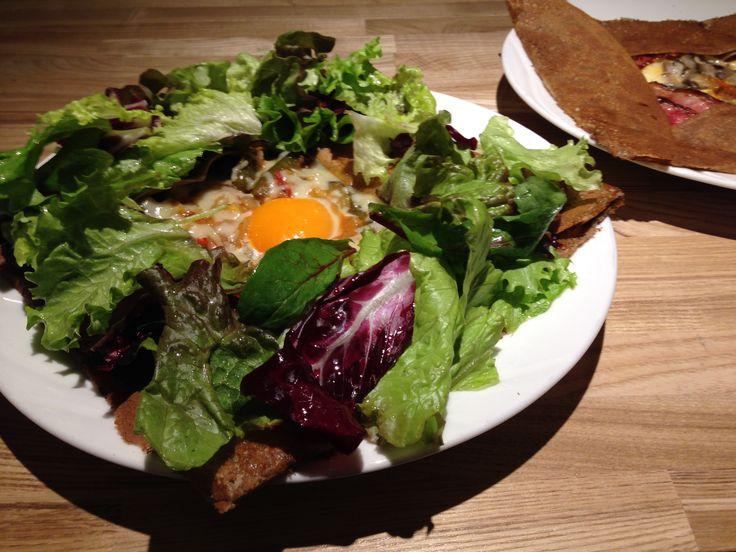 ガレット ラタトゥイユ (タマゴ+チーズ+ラタトゥイユ+グリーンサラダ)