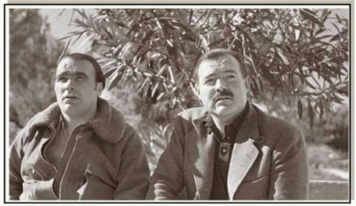 Spain - 1937. - GC - General Enrique Lister y Hemingway en el frente del Ebro foto de Capa