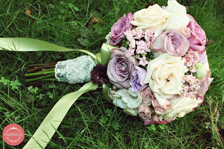 vintage pink, purple, white wedding bouquet  Event planning & decorations. Contact: ilinca@pastelle.ro https://www.facebook.com/PastelleEvents