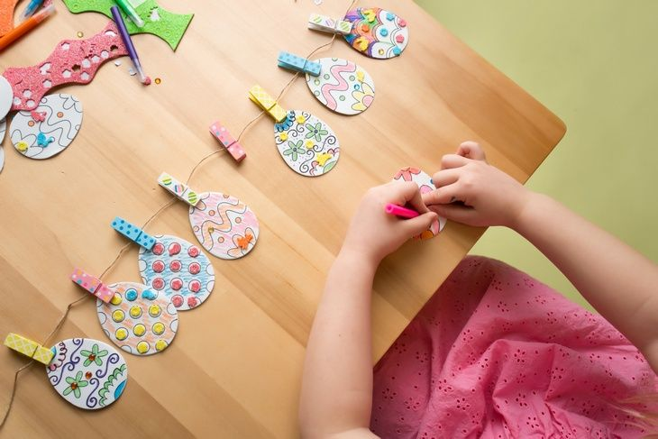 Are you looking for ways to get crafty with your kids for Easter? Here are some creative and kid-friendly holiday craft ideas to help you do just that.