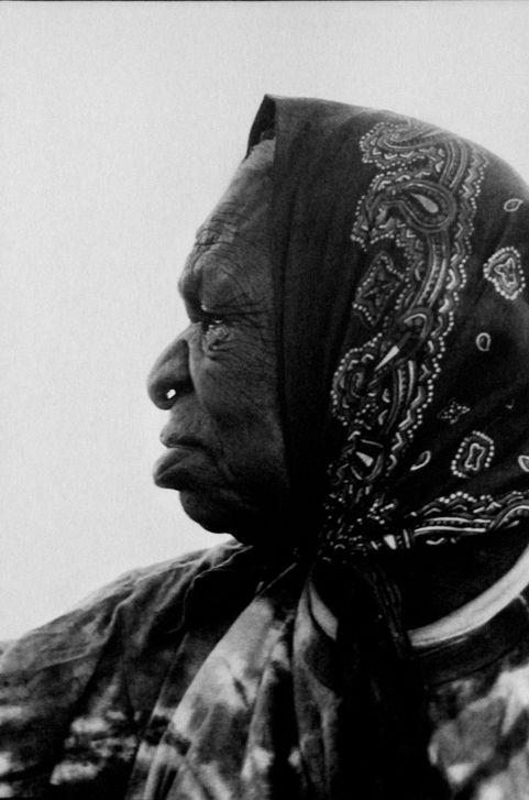Emily Kame Kngwarreye, outstanding Australian Aboriginal Artist, who started her painting dreams in her late 70th's!!  #australia #art #women #aboriginal