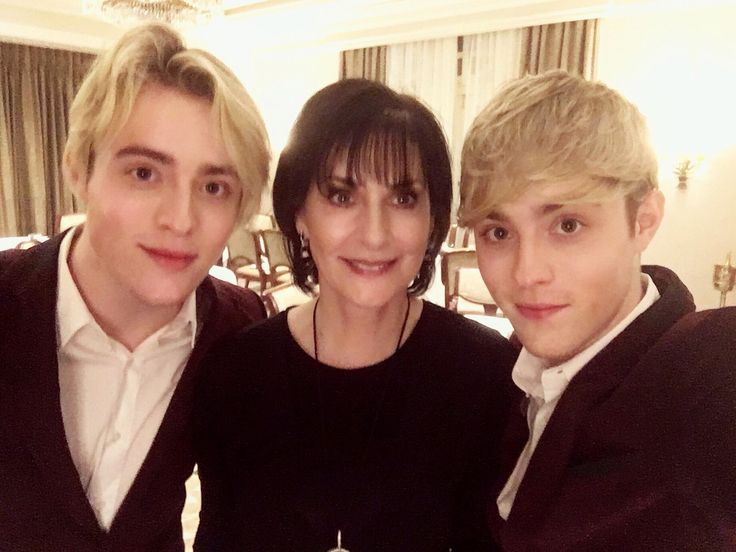 """JEDWARD on Twitter: """"Congratulations to our friend Enya on her 2017 #Grammy Nomination - Best New Age Album for the Incredible Dark Sky Island @official_enya https://t.co/hyMtCmNBLE"""""""