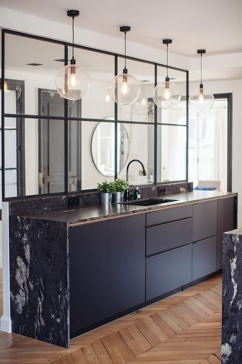 Black Kitchen und Black Marble Discover Anchoring …