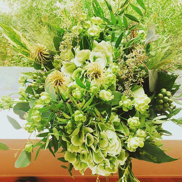 ・ ・ 本日は #bouquet のご紹介。 part2 ・ ・ 好みの色に合わせるのか ドレスに合わせるのか 季節に合わせるのか ・ ・ 専属フローリストが 叶えたいイメージを形にします! ・ ・  #eneko  #enekotokyo  #wedding #restaurantwedding  #weddingdress  #bridal #coordinate  #flowers  #bouquet  #コーディネート  #上質  #上質な暮らし  #緑のある暮らし  #花のある暮らし  #記念日 #六本木  #六本木ヒルズ #西麻布  #卒花嫁 #プレ花嫁  #エネコ東京 #レストランウェディング  #2018春婚  #2018秋婚  #写真好きな人と繋がりたい  #全国の花嫁さんと繋がりたいenekotokyowedding