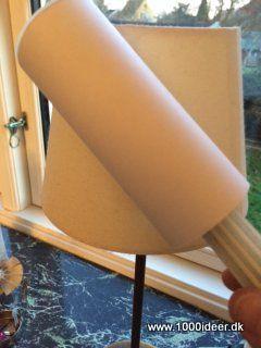 Mange bruger en støvsuger til lampeskærme, men brug i stedet for en fnugrulle. Det tager meget mere støv af skærmen og er nemmere.