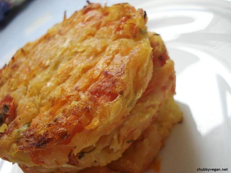 Esse Hamburger de Batata é uma delícia! É fácil de fazer mas é necessário ter bastante tempo, pois ele demora para cozinhar no forno. O resultado é uma casquinha crocante por fora e uma textura macia e rica (que fica por conta dos legumes).É ótimo porque não contem soj